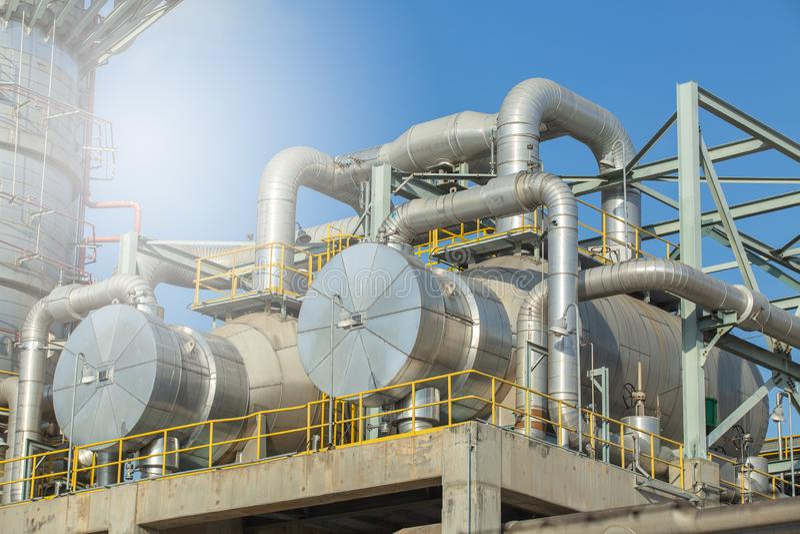 Ανταλλάκτης θερμότητας και στήλη, εγκαταστάσεις χωρισμού αερίου αντα στοκ φωτογραφία με δικαίωμα ελεύθερης χρήσης