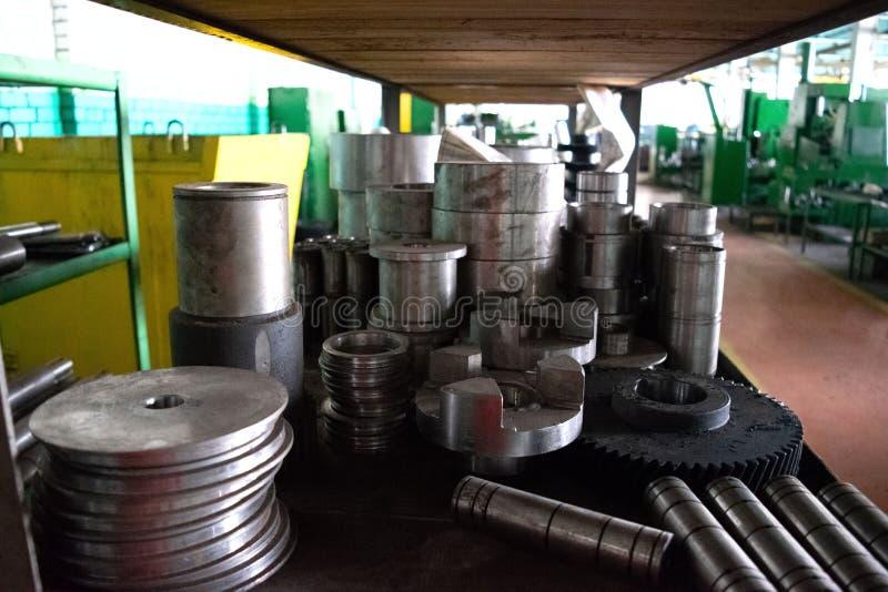 Ανταλλακτικά, εργαλεία, για τις βιομηχανικές μηχανές για την επεξεργασία μετάλλων στοκ εικόνα με δικαίωμα ελεύθερης χρήσης