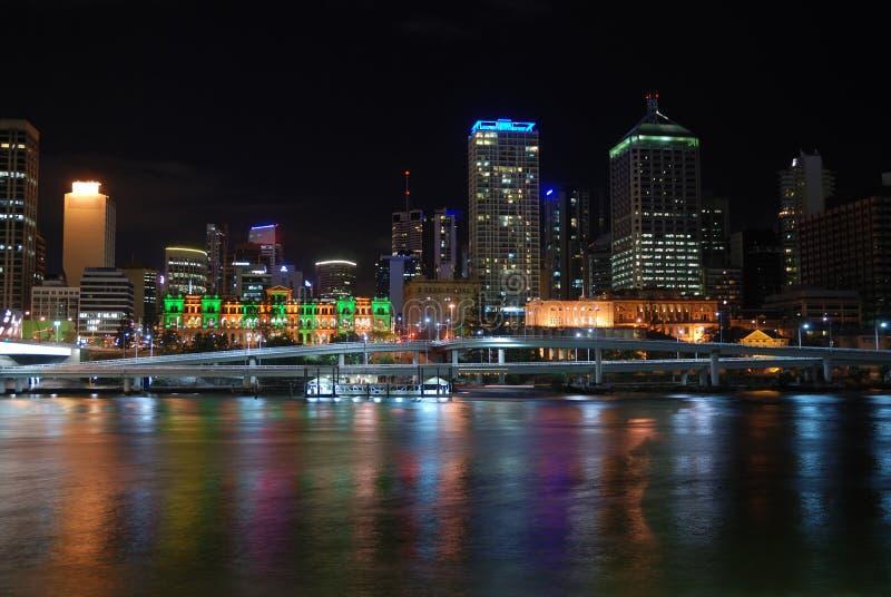 αντανάκλαση νύχτας πόλεων στοκ φωτογραφία