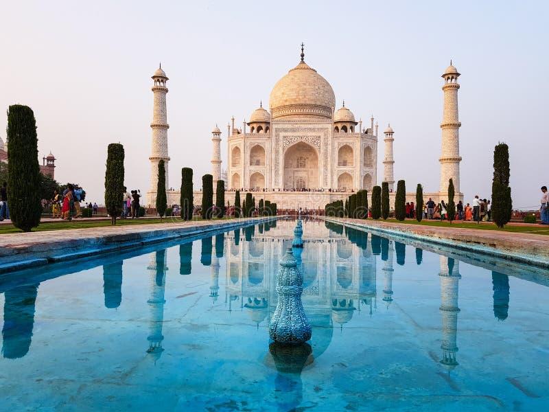 Αντανάκλαση Mahal Taj στο τυρκουάζ μπλε νερό στοκ φωτογραφία με δικαίωμα ελεύθερης χρήσης