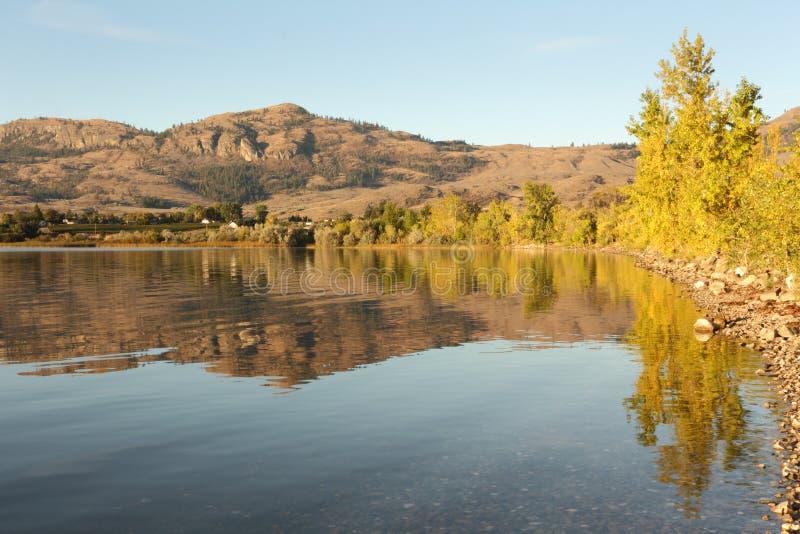 αντανάκλαση osoyoos πρωινού λιμνών στοκ εικόνα με δικαίωμα ελεύθερης χρήσης
