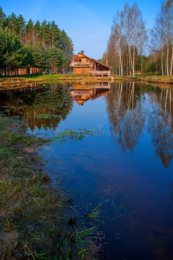 αντανάκλαση βασικών λιμνών στοκ φωτογραφία με δικαίωμα ελεύθερης χρήσης