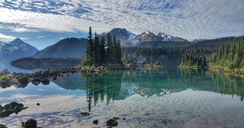 Αντανάκλαση νερού λιμνών Garibaldi στοκ εικόνα
