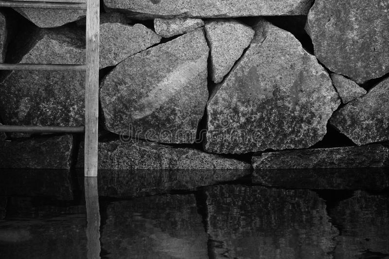 αντανακλάσεις βράχων στοκ φωτογραφία με δικαίωμα ελεύθερης χρήσης