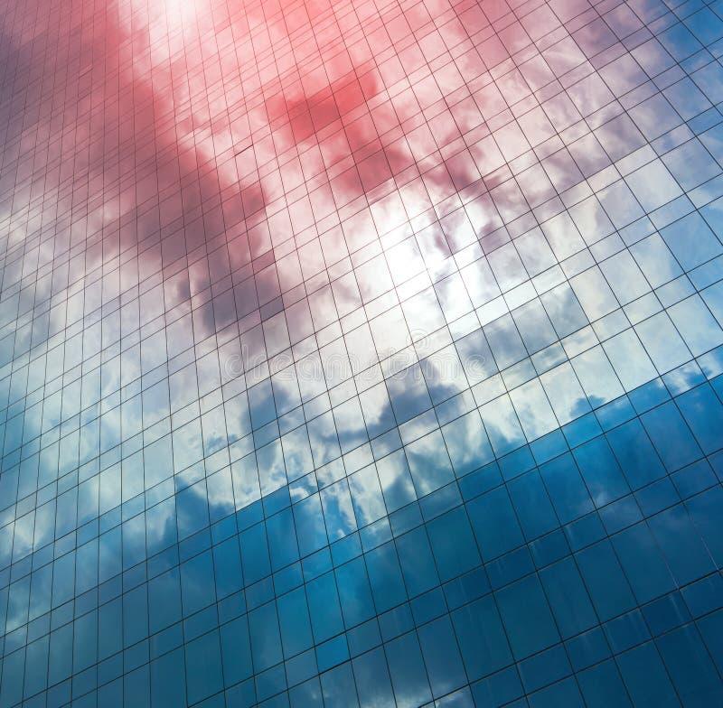 Αντανακλάσεις των σύννεφων και του ουρανού στοκ εικόνα