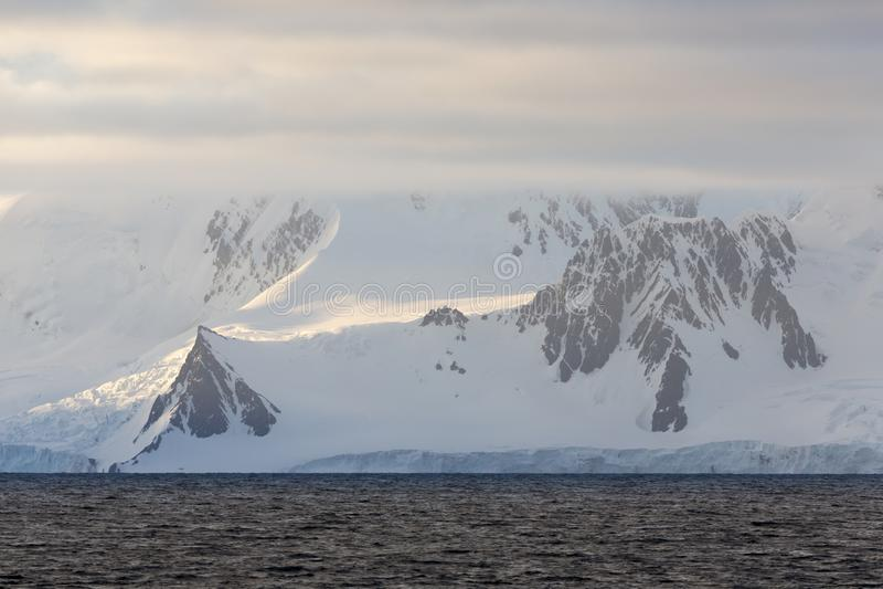 Ανταρκτική ακτή στοκ φωτογραφία με δικαίωμα ελεύθερης χρήσης