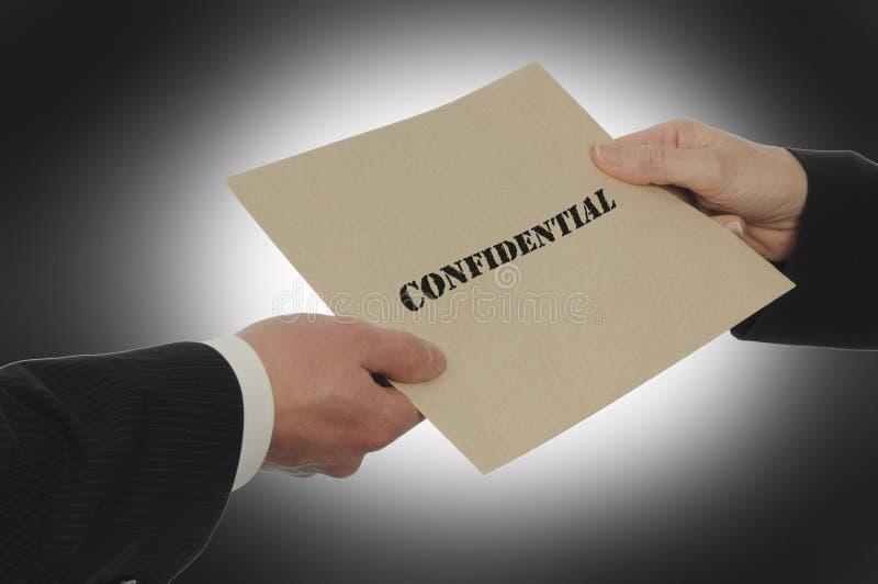 Ανταλλαγή εμπιστευτικής πληροφορίας στοκ φωτογραφία με δικαίωμα ελεύθερης χρήσης