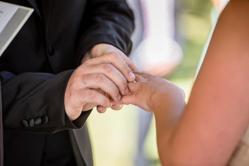 ανταλλαγή των δαχτυλιδιών στοκ φωτογραφία