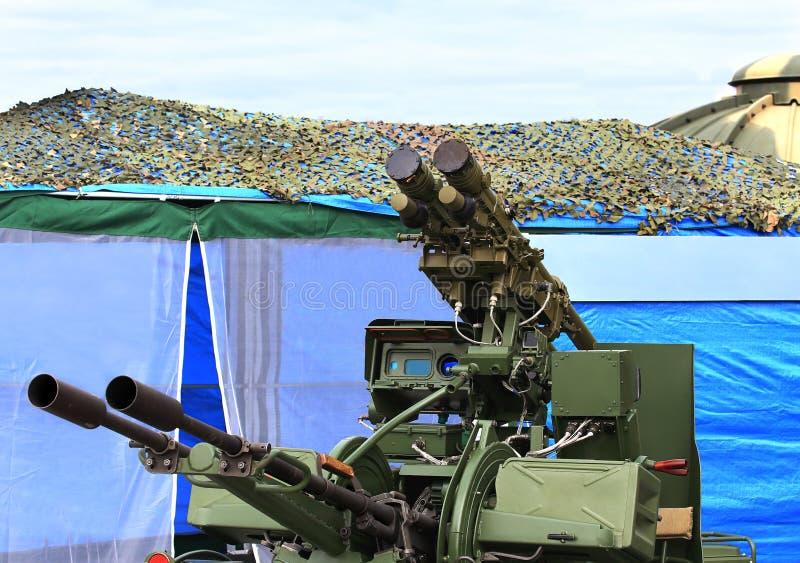 Αντιαεροπορικό πυροβόλο όπλο πύραυλος-πυροβολικού στοκ εικόνες