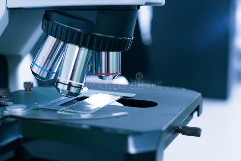 Αντικειμενικός φακός του μικροσκοπίου στοκ εικόνες με δικαίωμα ελεύθερης χρήσης