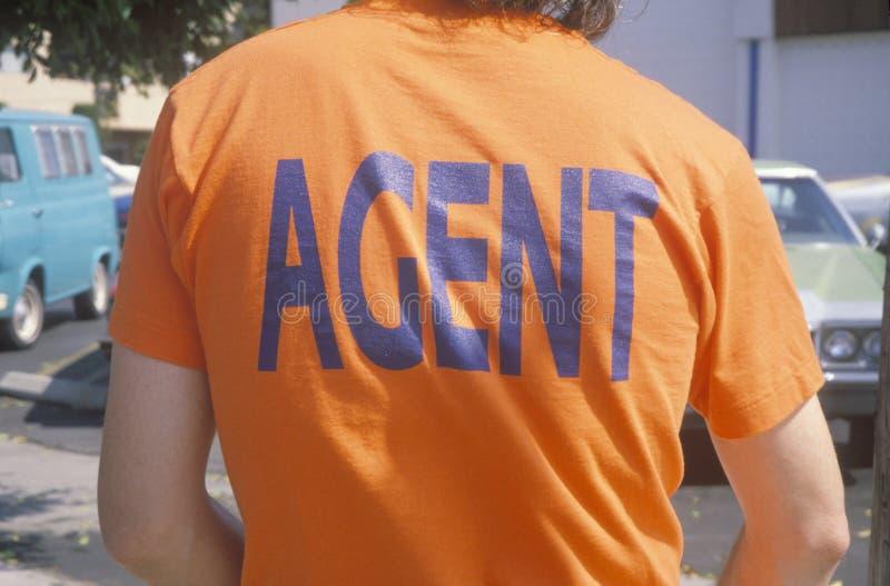 Αντιπολεμικός διαμαρτυρόμενος που φορά την μπλούζα ½ Orangeï ¿ πρακτόρων ï ¿ ½ στοκ εικόνα