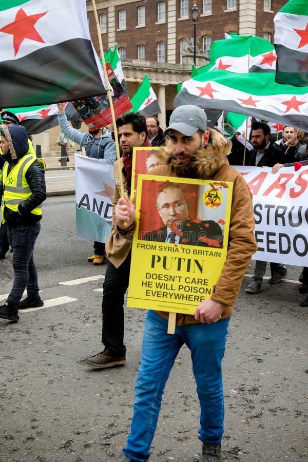 Αντι συριακοί διαμαρτυρόμενοι Μάρτιος Προέδρου Assad στο κεντρικό Λονδίνο στοκ φωτογραφίες