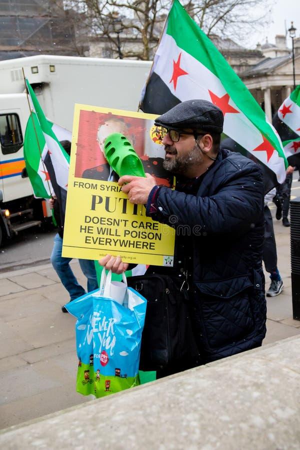 Αντι συριακοί διαμαρτυρόμενοι Μάρτιος Προέδρου Assad στο κεντρικό Λονδίνο στοκ φωτογραφία