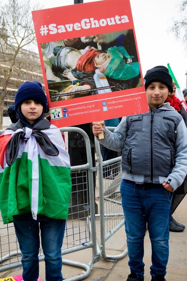 Αντι συριακοί διαμαρτυρόμενοι Μάρτιος Προέδρου Assad στο κεντρικό Λονδίνο στοκ εικόνα
