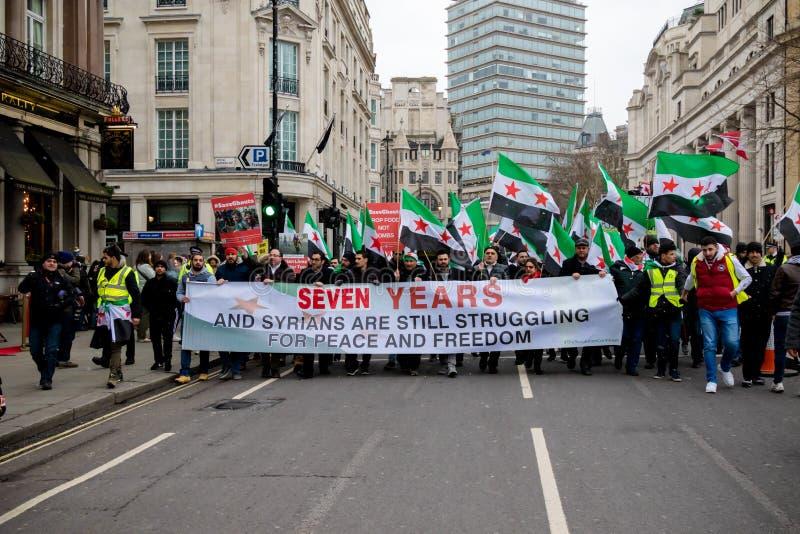 Αντι συριακοί διαμαρτυρόμενοι Μάρτιος Προέδρου Assad στο κεντρικό Λονδίνο στοκ εικόνες με δικαίωμα ελεύθερης χρήσης