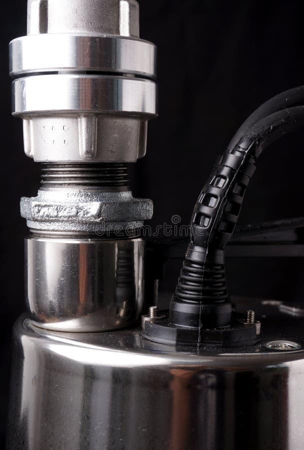 Αντλία, ενιαία - αντλία σκηνικού ανοξείδωτου ψαλιδίζοντας απομονωμένο λευκό ύδατος αντλιών μονοπατιών στοκ εικόνα με δικαίωμα ελεύθερης χρήσης