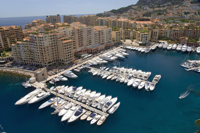 Ανυψωμένη άποψη του λιμανιού στο Μόντε Κάρλο, στο πριγκηπάτο του Μονακό, τη δυτική Ευρώπη στη Μεσόγειο στοκ φωτογραφία