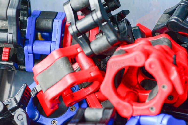 Ανυψωτικό εργαλείο δύναμης, που κλειδώνει τα μέρη στο πλαστικό στοκ εικόνα