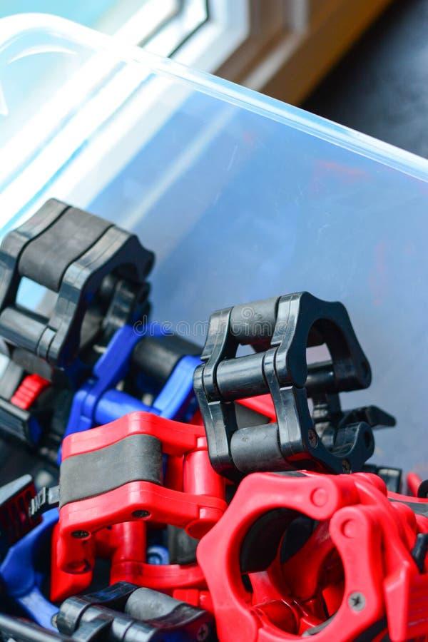 Ανυψωτικό εργαλείο δύναμης, που κλειδώνει τα μέρη στο πλαστικό στοκ εικόνες με δικαίωμα ελεύθερης χρήσης
