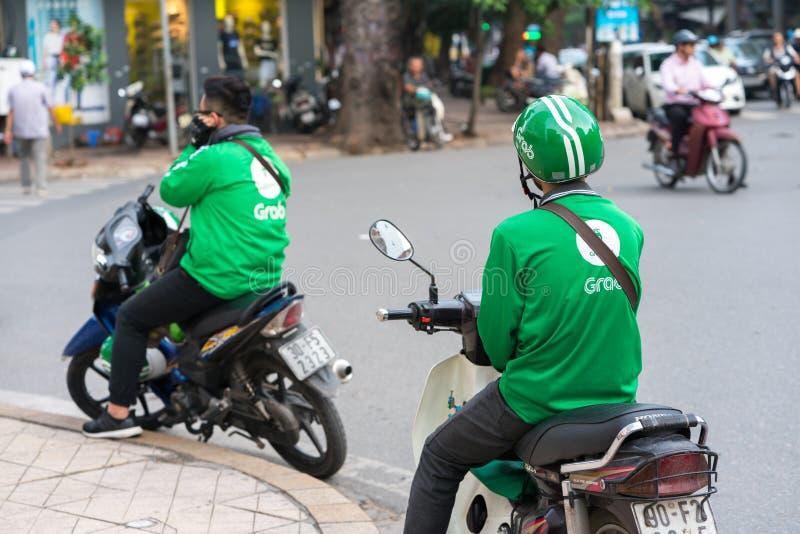Ανόι, Βιετνάμ - 7 Ιουλίου 2017: Οδηγός μοτοσικλετών αρπαγών που περιμένει τον πελάτη στην οδό BA Trieu Μπααλμένο Βιετνάμ το 2014, στοκ φωτογραφία με δικαίωμα ελεύθερης χρήσης