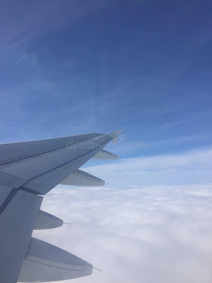 Ανύψωση μέσω των σύννεφων στοκ φωτογραφίες