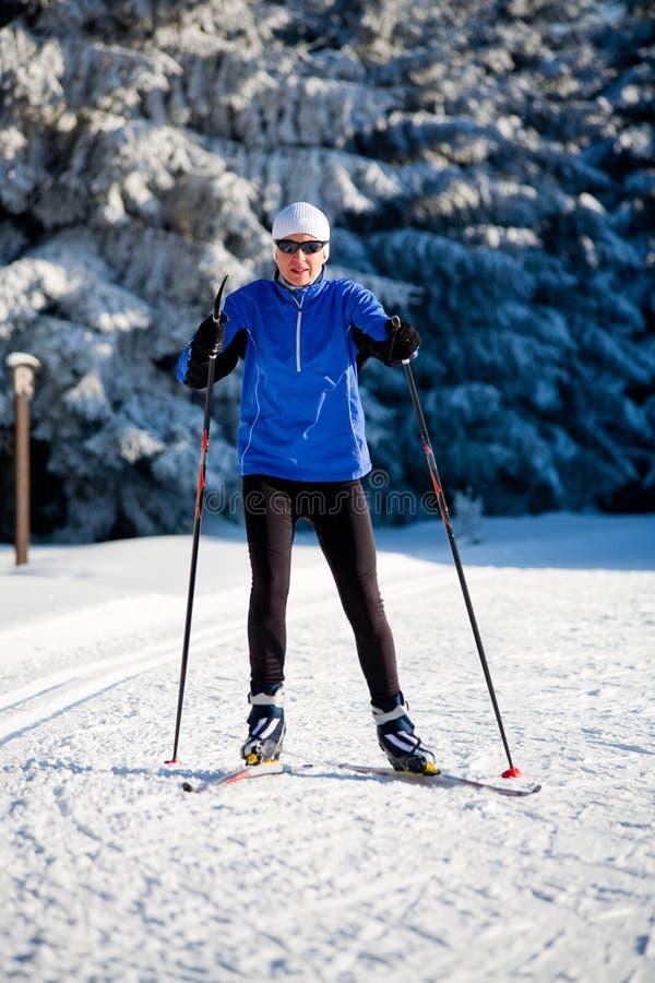 Ανώμαλο να κάνει σκι στοκ εικόνα