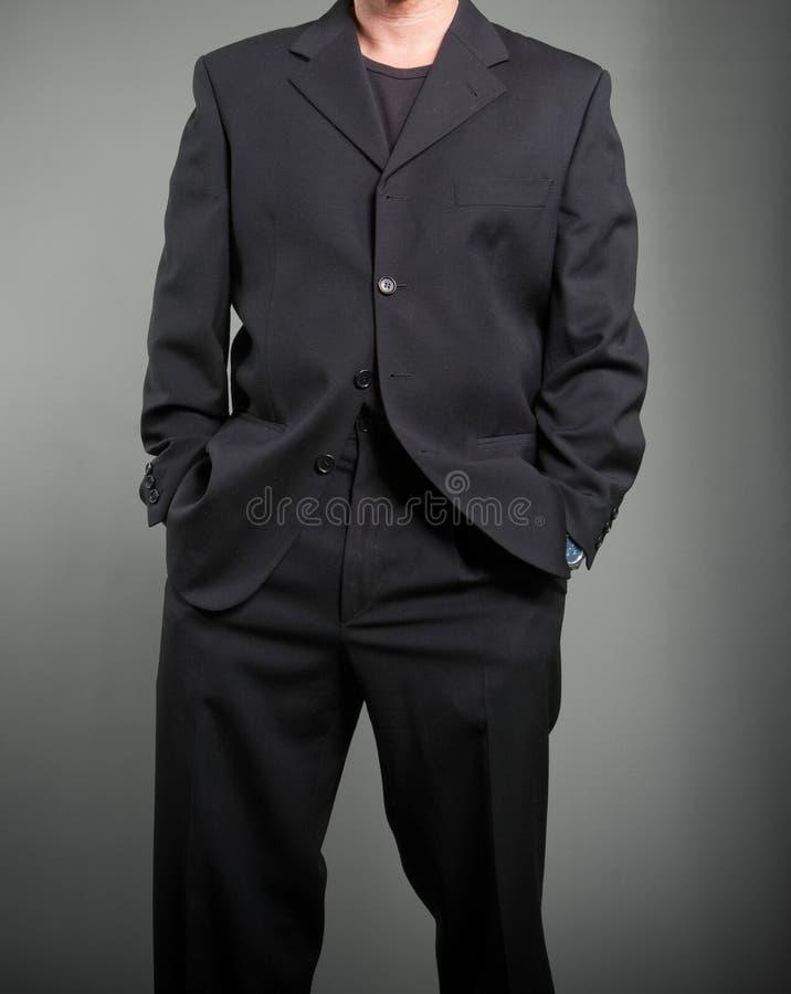 Ανώνυμο άτομο στο μαύρο κοστούμι στοκ φωτογραφία με δικαίωμα ελεύθερης χρήσης