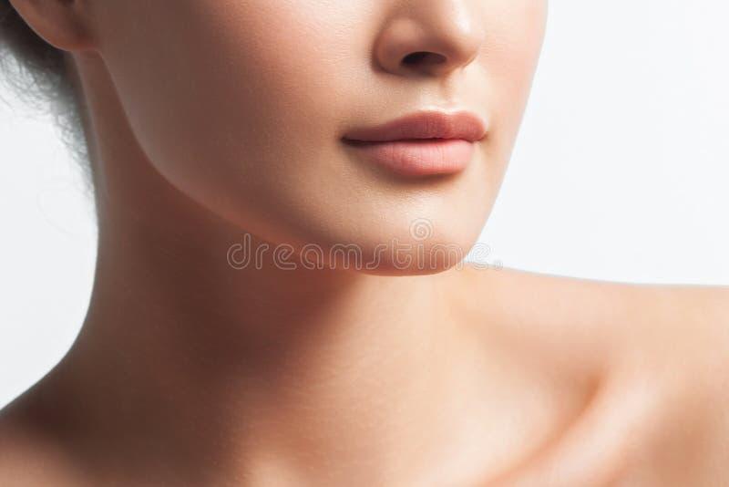 Ανώνυμο πορτρέτο του νέου όμορφου κοριτσιού στοκ φωτογραφία