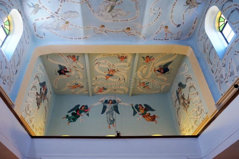 Ανώτατο όριο και ζωγραφική στρέμμα-σοφιτών στην εκκλησία στοκ εικόνες