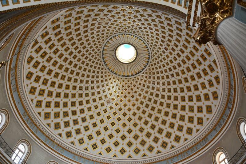 Ανώτατο όριο του θόλου της εκκλησίας κοινοτήτων της Σάντα Μαρία σε Mosta, Μάλτα στοκ φωτογραφία με δικαίωμα ελεύθερης χρήσης