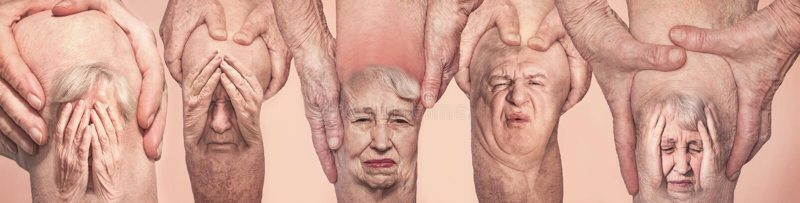 Ανώτερα άτομα που κρατούν το γόνατο με τον πόνο r Έννοια του αφηρημένων πόνου και της απελπισίας στοκ εικόνα