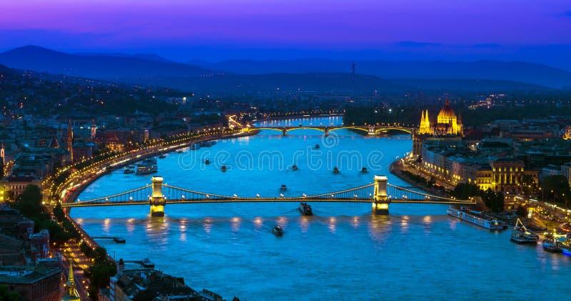 Ανώτερη άποψη της Βουδαπέστης πέρα από τον ποταμό Δούναβη στοκ φωτογραφία με δικαίωμα ελεύθερης χρήσης