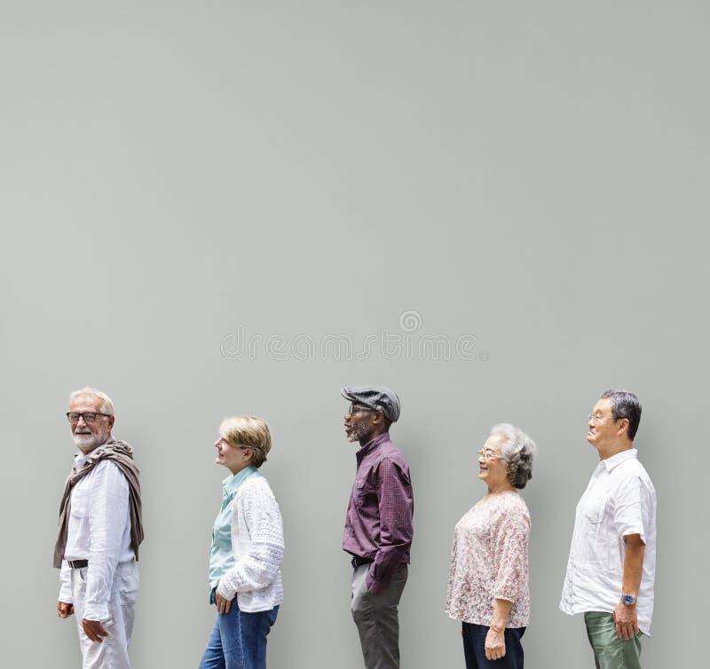 Ανώτερη έννοια τρόπου ζωής φίλων ανθρώπων ποικιλομορφίας στοκ εικόνες