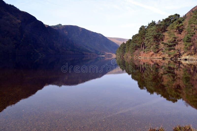 Ανώτερη λίμνη σε Glendalough Ιρλανδία στοκ φωτογραφία