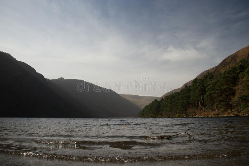 Ανώτερη λίμνη, Glendalough, κοιλάδα δύο λιμνών, Wicklow Ιρλανδία στοκ φωτογραφία με δικαίωμα ελεύθερης χρήσης