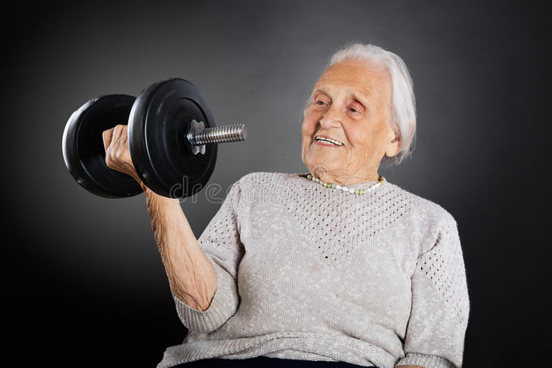 Ανώτερη γυναίκα που κάνει την άσκηση στοκ εικόνα με δικαίωμα ελεύθερης χρήσης
