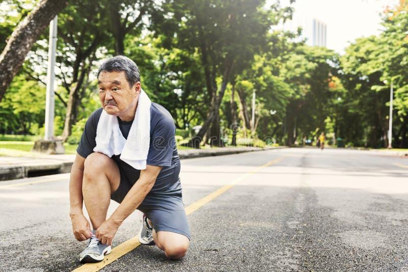 Ανώτερη ενήλικη έννοια αθλητικής δραστηριότητας άσκησης Jogging τρέχοντας στοκ φωτογραφία