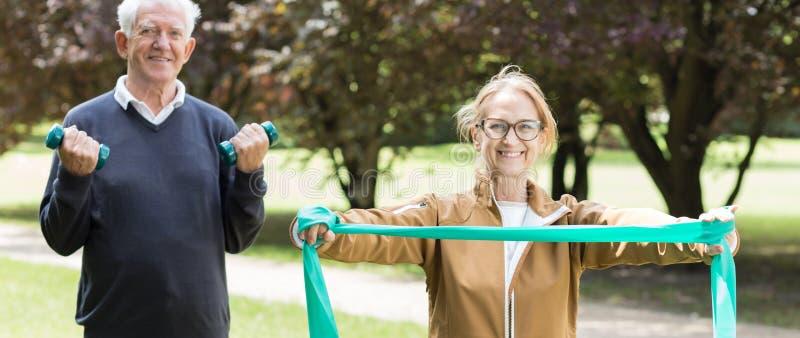 Ανώτερη φίλαθλη άσκηση ζευγαριού στοκ φωτογραφίες με δικαίωμα ελεύθερης χρήσης