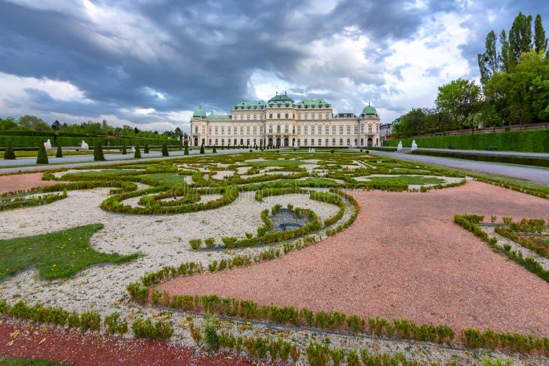 Ανώτεροι παλάτι και κήπος πανοραμικών πυργίσκων στη Βιέννη, Αυστρία στοκ φωτογραφία