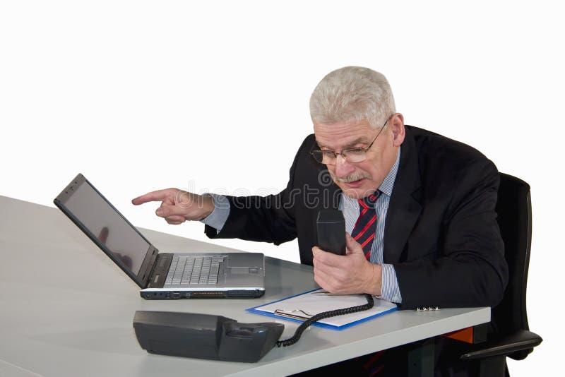 Download Ανώτερος διευθυντής που συζητά στο τηλέφωνο Στοκ Εικόνες - εικόνα από επικοινωνία, υπολογιστής: 13189880