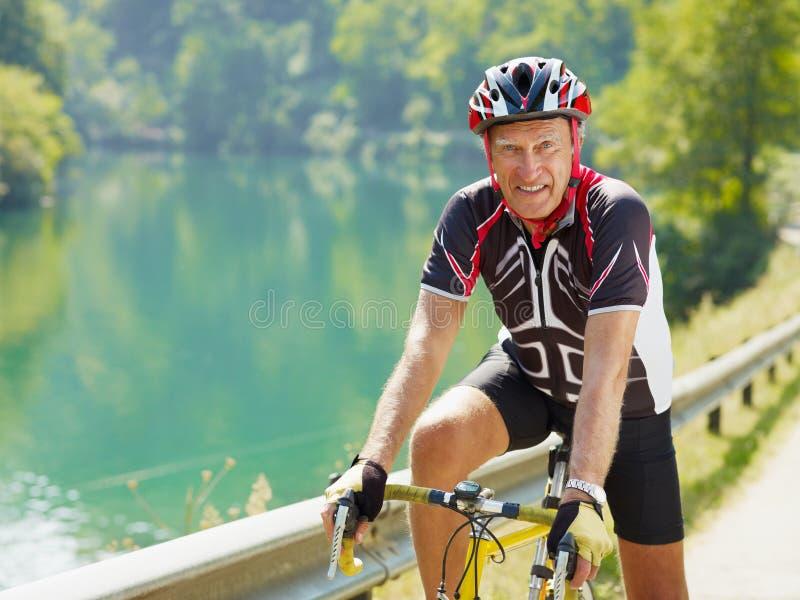 Ανώτερος ποδηλάτης στοκ φωτογραφία
