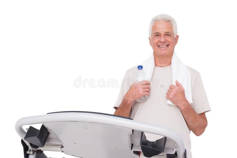 Ανώτερο άτομο treadmill στοκ φωτογραφία