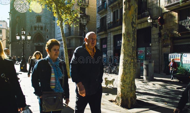 Ανώτερο ζεύγος που επισκέπτεται τη Βαρκελώνη, στοκ φωτογραφία με δικαίωμα ελεύθερης χρήσης