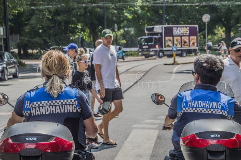 Αξιωματούχοι επιβολής νόμου στα μηχανικά δίκυκλα στο Άμστερνταμ οι Κάτω Χώρες 2018 στοκ φωτογραφία με δικαίωμα ελεύθερης χρήσης