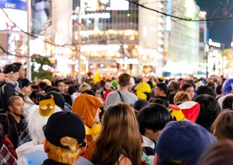 Απίστευτο πλήθος των ανθρώπων στην περιοχή shibuya κατά τη διάρκεια του εορτασμού αποκριών στοκ εικόνες με δικαίωμα ελεύθερης χρήσης