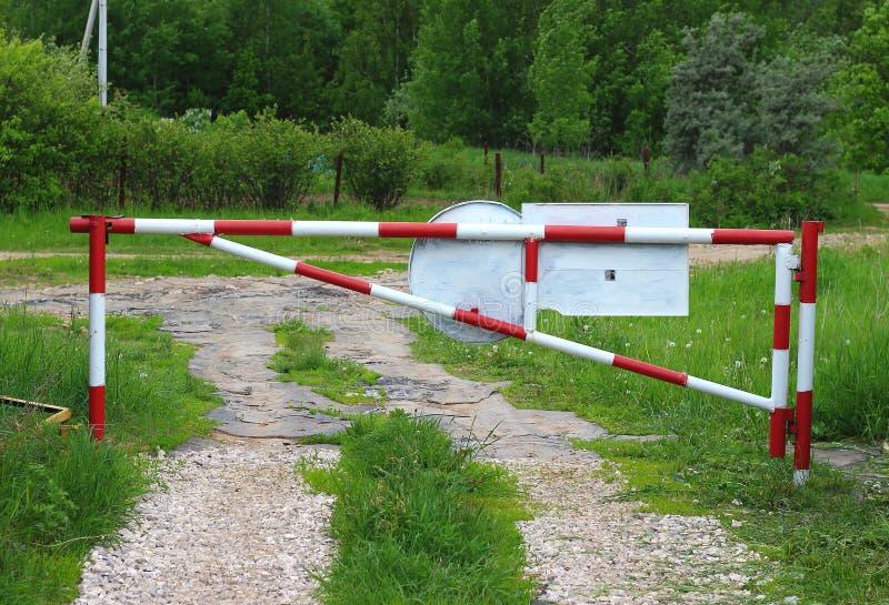 Απαγόρευση κατά την εισαγωγή μέσα σε τον αγροτικό δρόμο στοκ φωτογραφίες με δικαίωμα ελεύθερης χρήσης