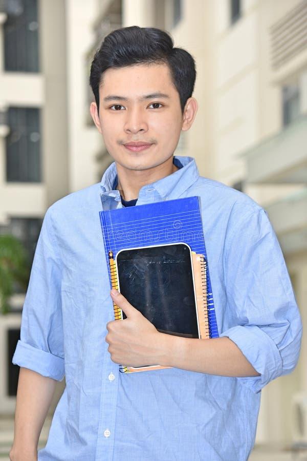 Απαθής νεανικός διαφορετικός άνδρας σπουδαστής στοκ εικόνες