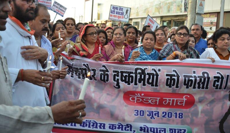 Απαιτητική ποινή του θανάτου ενάντια στους βιαστές στοκ εικόνα με δικαίωμα ελεύθερης χρήσης