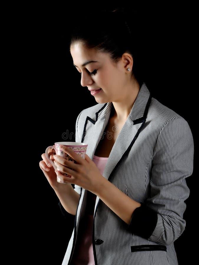 Απασχολημένη νέα επιχειρησιακή γυναίκα στοκ εικόνα με δικαίωμα ελεύθερης χρήσης
