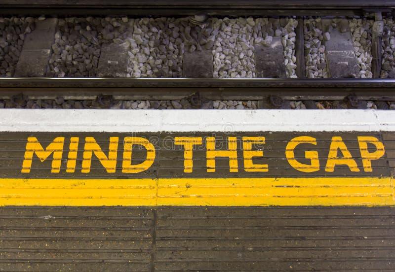 Απασχολήστε το σημάδι της Gap στοκ φωτογραφία με δικαίωμα ελεύθερης χρήσης